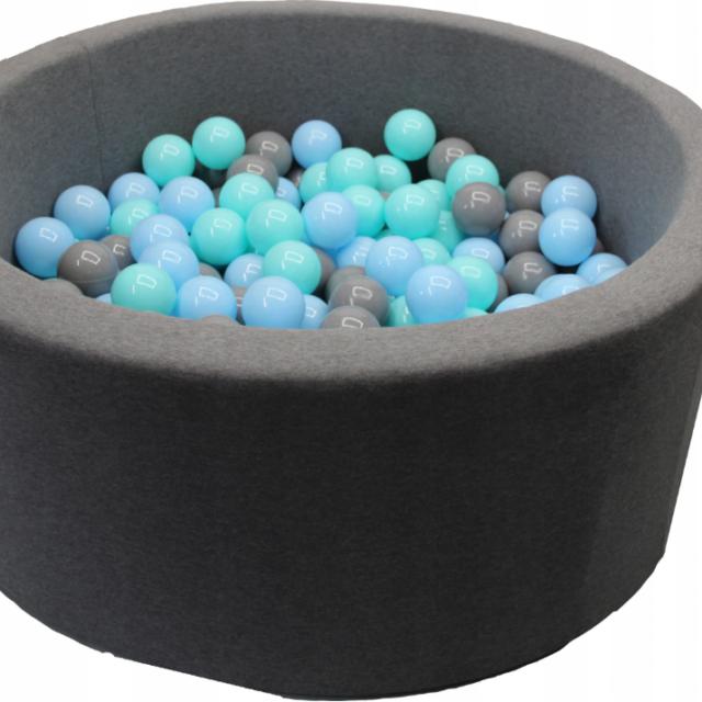 suchy basen z piłkami